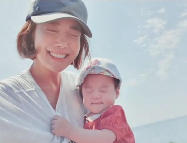 `요즘 배운 윙크`..`백종원♥` 소유진, 셋째 딸과 행복 뿜뿜 일상