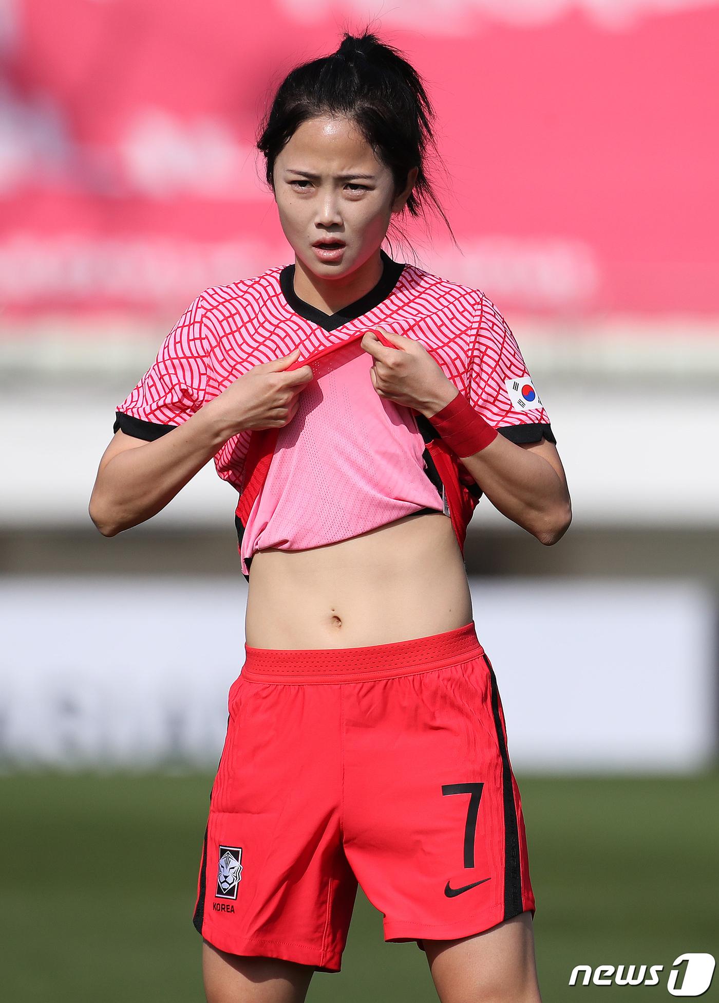 이민아 '남자선수 못지 않은 탄탄한 복근' : ZUM 뉴스